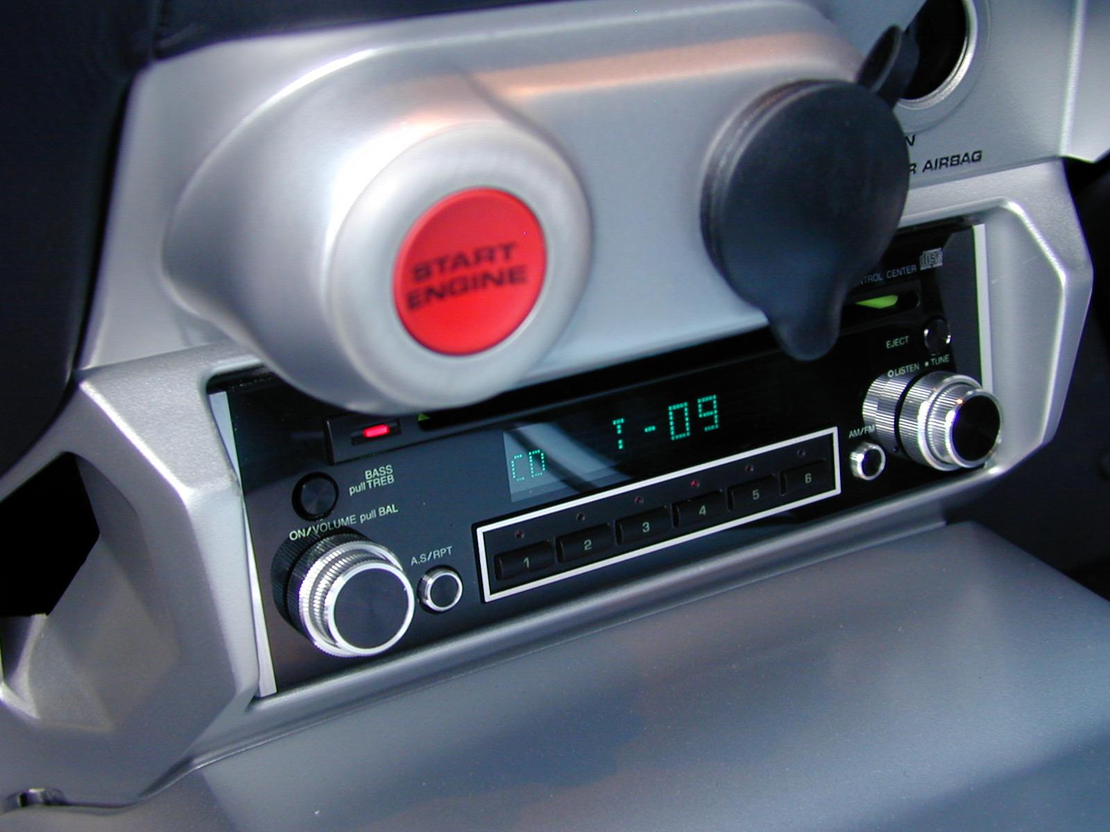 2005 Ford GT Radio