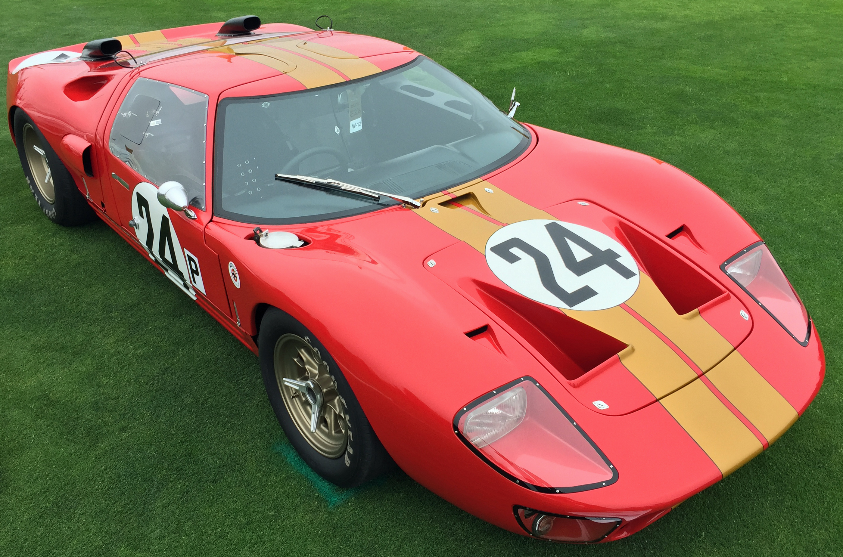 Ford GT40 Pebble Beach Red Gold