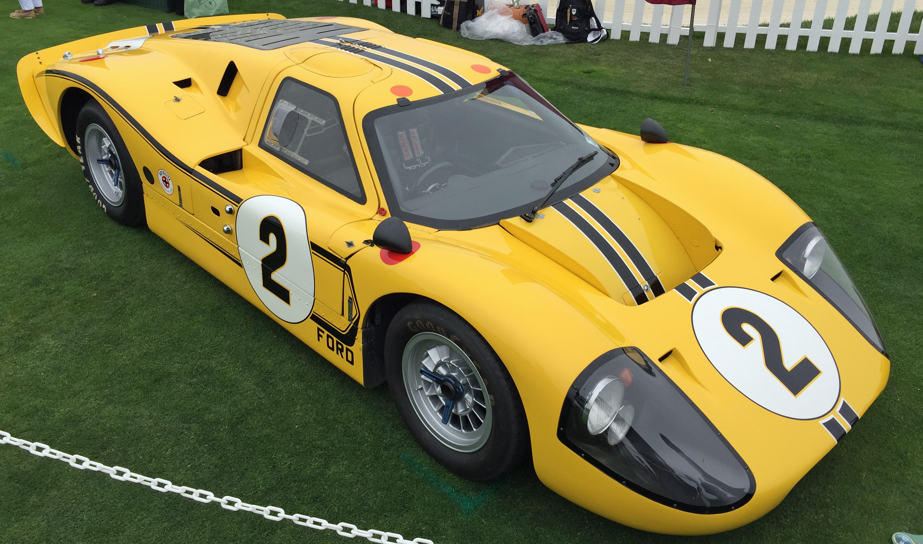 Ford GT40 Pebble Beach Yellow